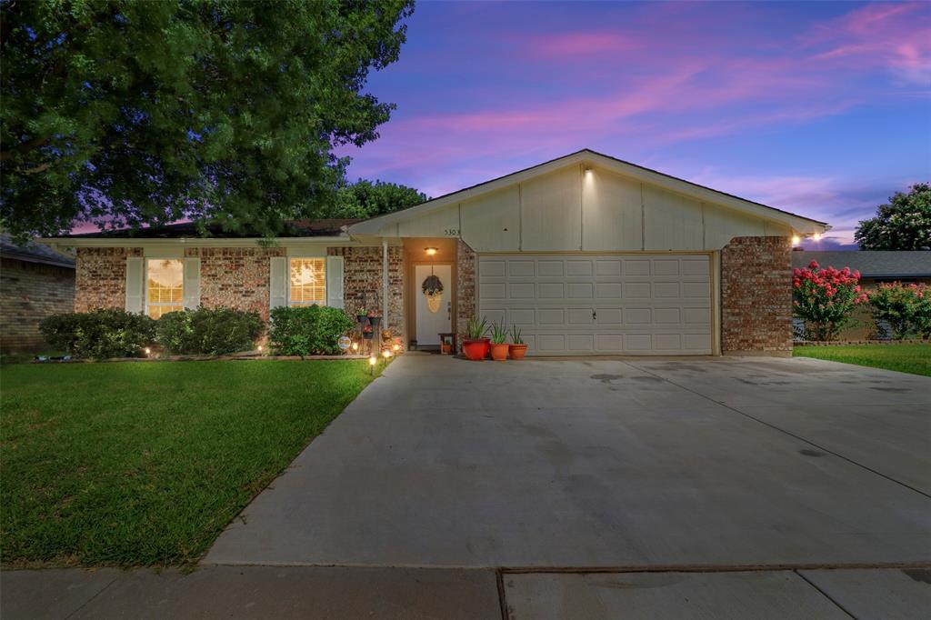 5303 Smoke Tree  Drive, Arlington, Texas 76018 - Acquisto Real Estate best mckinney realtor hannah ewing stonebridge ranch expert
