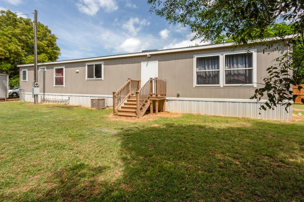815 Whippoorwill  Drive, Granbury, Texas 76049 - acquisto real estate best park cities realtor kim miller best staging agent