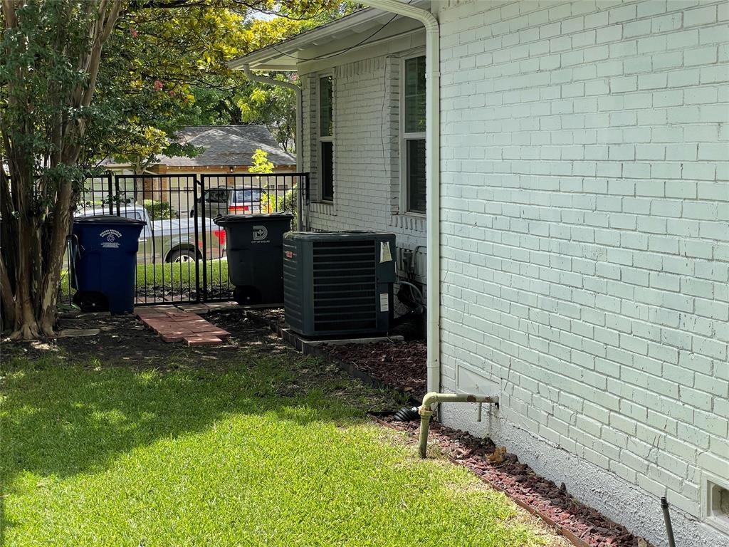 6423 Vanderbilt  Avenue, Dallas, Texas 75214 - acquisto real estate best investor home specialist mike shepherd relocation expert