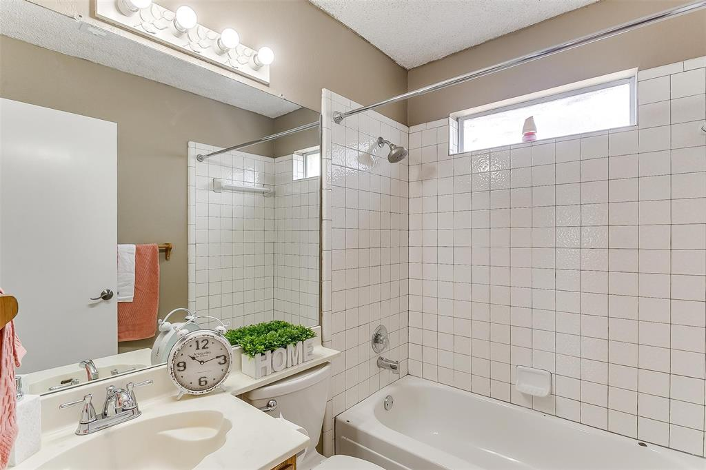 6028 Hillglen  Drive, Watauga, Texas 76148 - acquisto real estate best realtor dfw jody daley liberty high school realtor