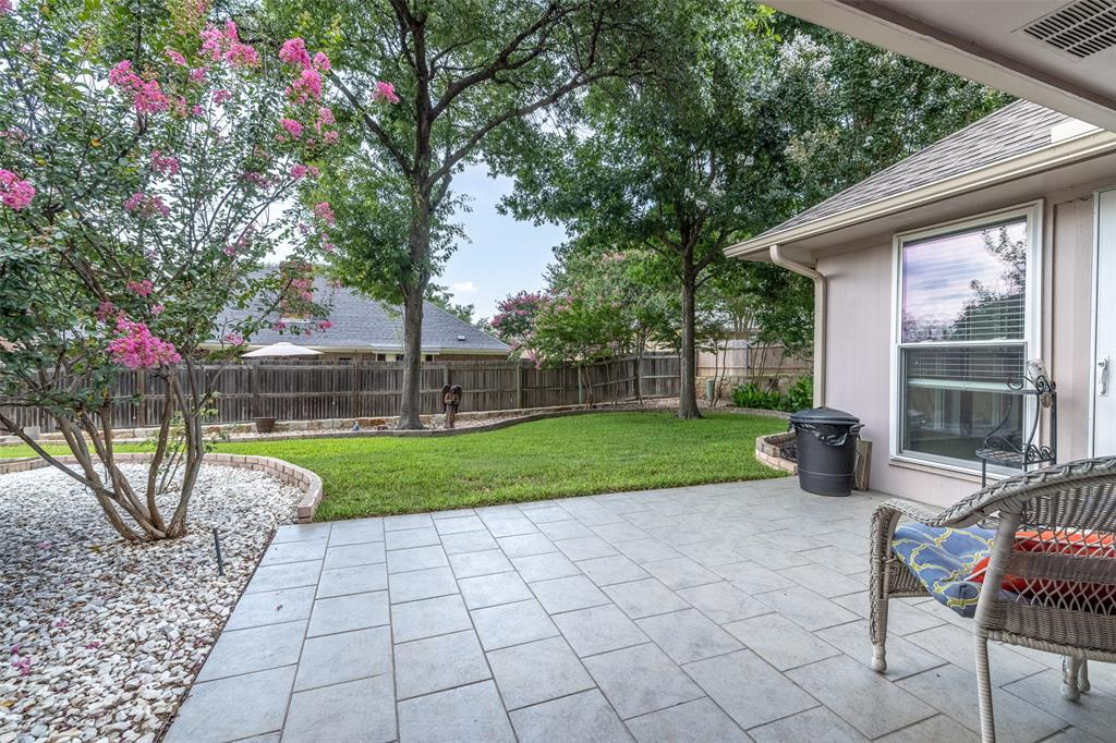 802 Glenn  Drive, Euless, Texas 76039 - acquisto real estate best real estate follow up system katy mcgillen