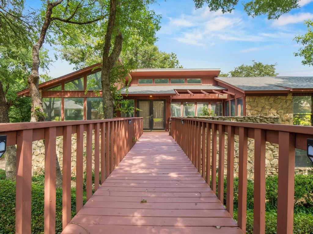 505 Oak Hollow  Lane, Fort Worth, Texas 76112 - acquisto real estate best negotiating realtor linda miller declutter realtor