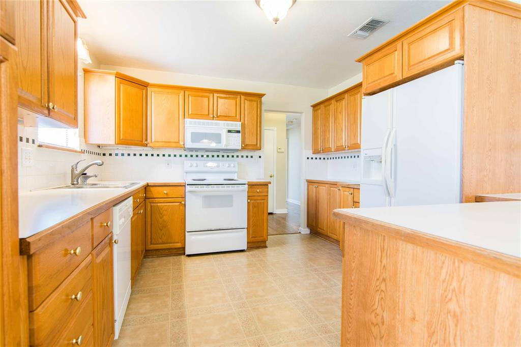 928 Dora  Street, Bedford, Texas 76022 - acquisto real estate best real estate company to work for