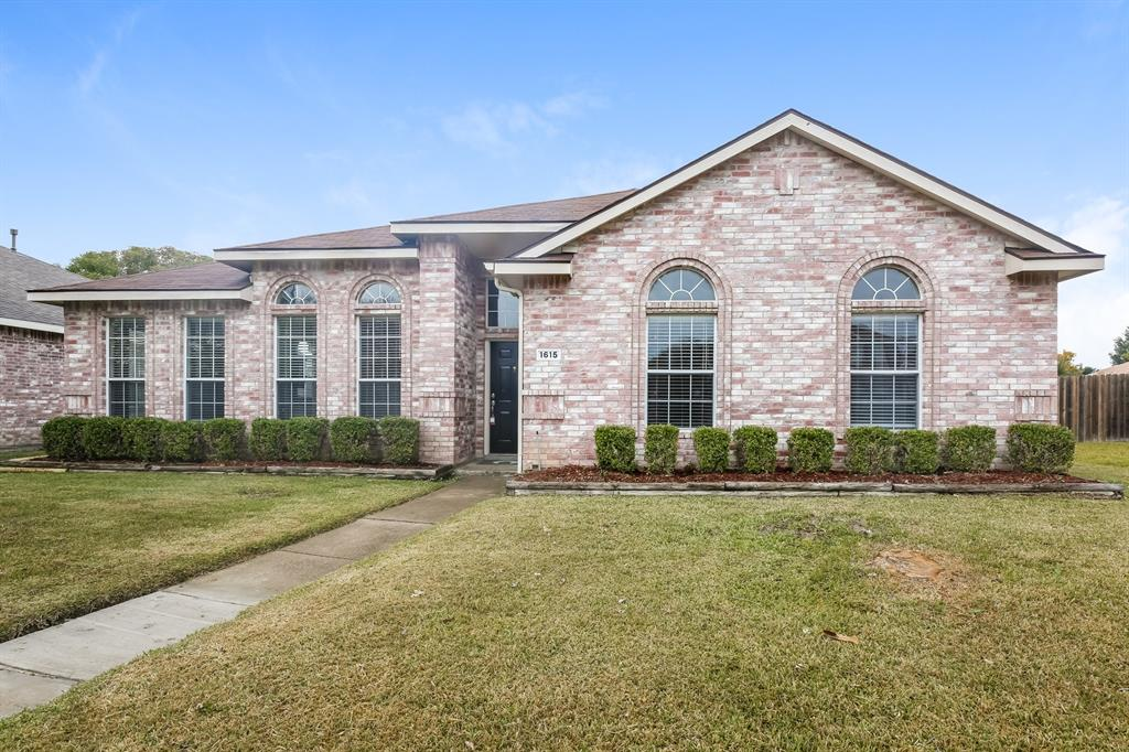1615 Mayfair  Drive, Mesquite, Texas 75149 - Acquisto Real Estate best plano realtor mike Shepherd home owners association expert