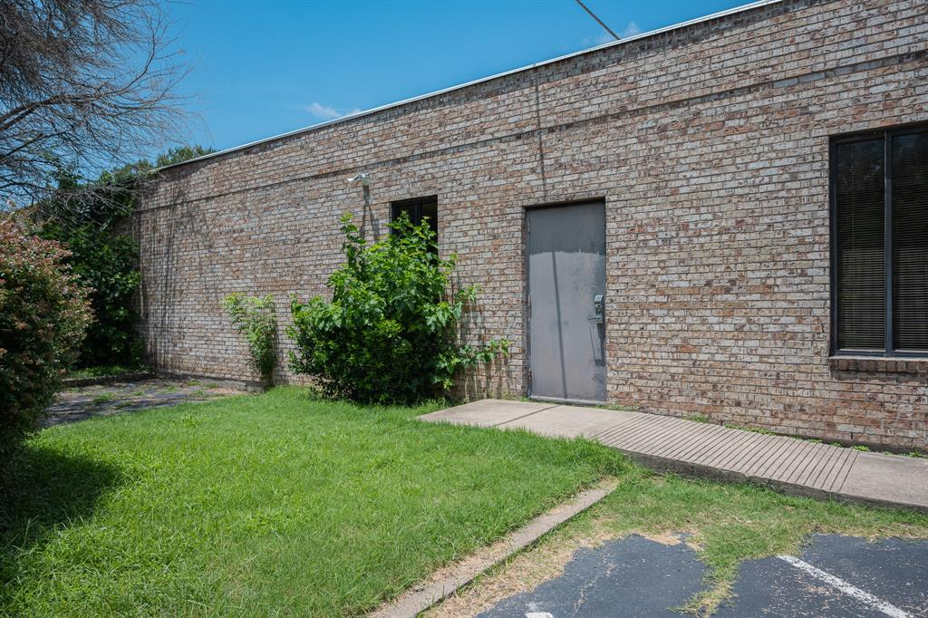 1300 Anglin  Street, Cleburne, Texas 76031 - acquisto real estate best investor home specialist mike shepherd relocation expert
