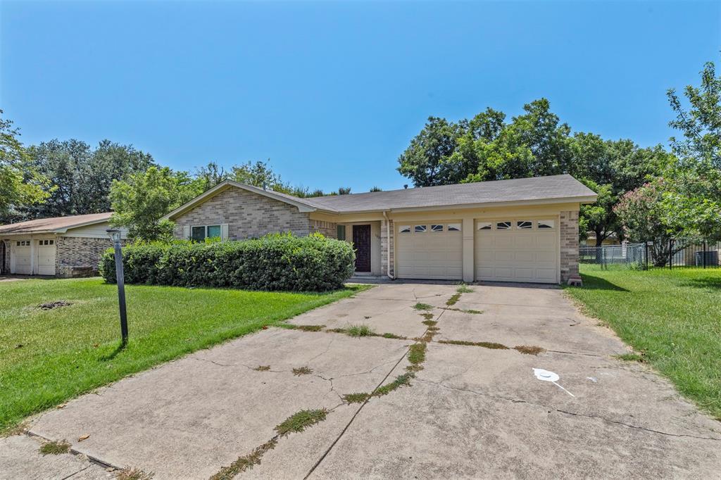 1004 John Reagan  Street, Benbrook, Texas 76126 - Acquisto Real Estate best frisco realtor Amy Gasperini 1031 exchange expert