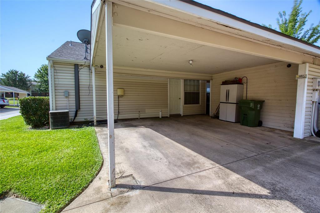 719 Creekwood  Court, Lewisville, Texas 75067 - acquisto real estate best realtor foreclosure real estate mike shepeherd walnut grove realtor
