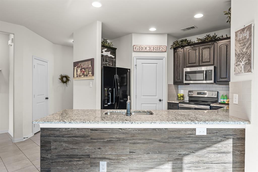 320 Emerald Creek  Drive, Fort Worth, Texas 76131 - acquisto real estate best highland park realtor amy gasperini fast real estate service
