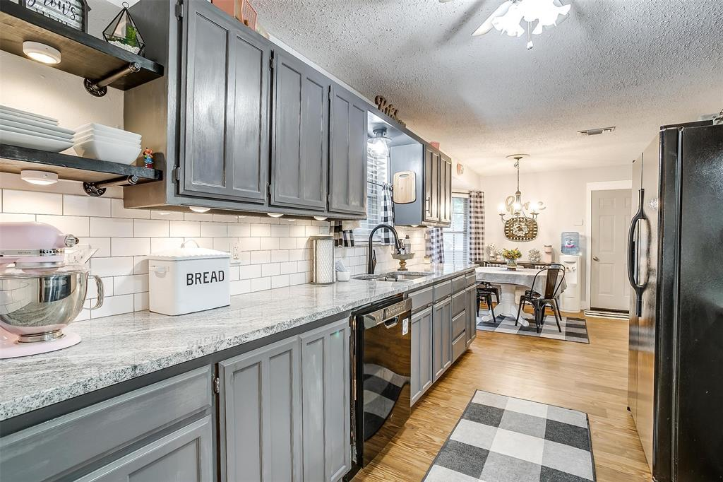 1010 Yvonne  Drive, Joshua, Texas 76058 - acquisto real estate best photos for luxury listings amy gasperini quick sale real estate