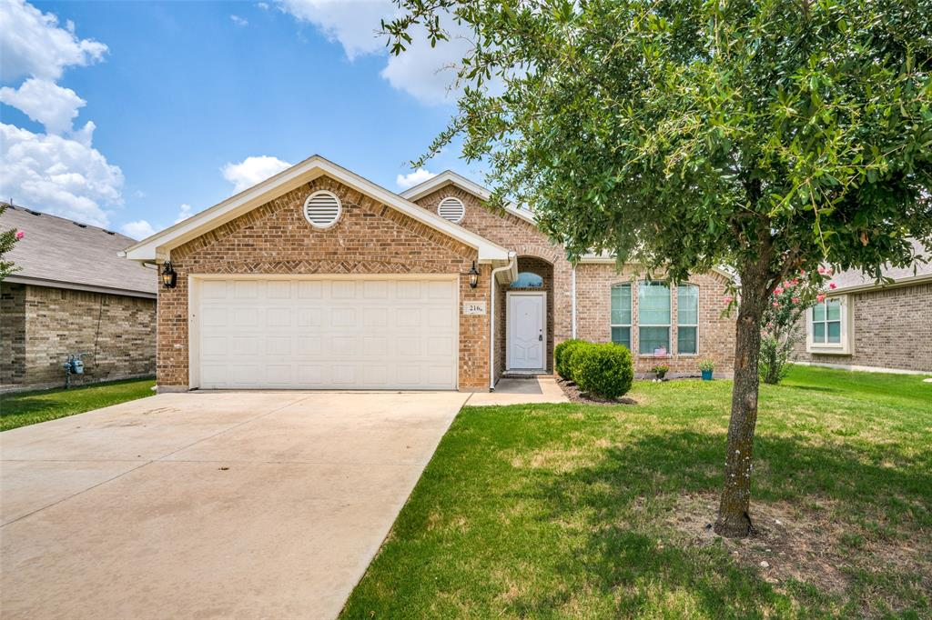 216 Spring Hollow  Drive, Saginaw, Texas 76131 - Acquisto Real Estate best frisco realtor Amy Gasperini 1031 exchange expert