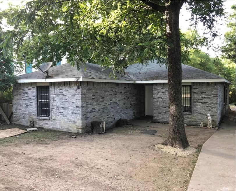 1015 Clarendon  Drive, Dallas, Texas 75208 - Acquisto Real Estate best frisco realtor Amy Gasperini 1031 exchange expert