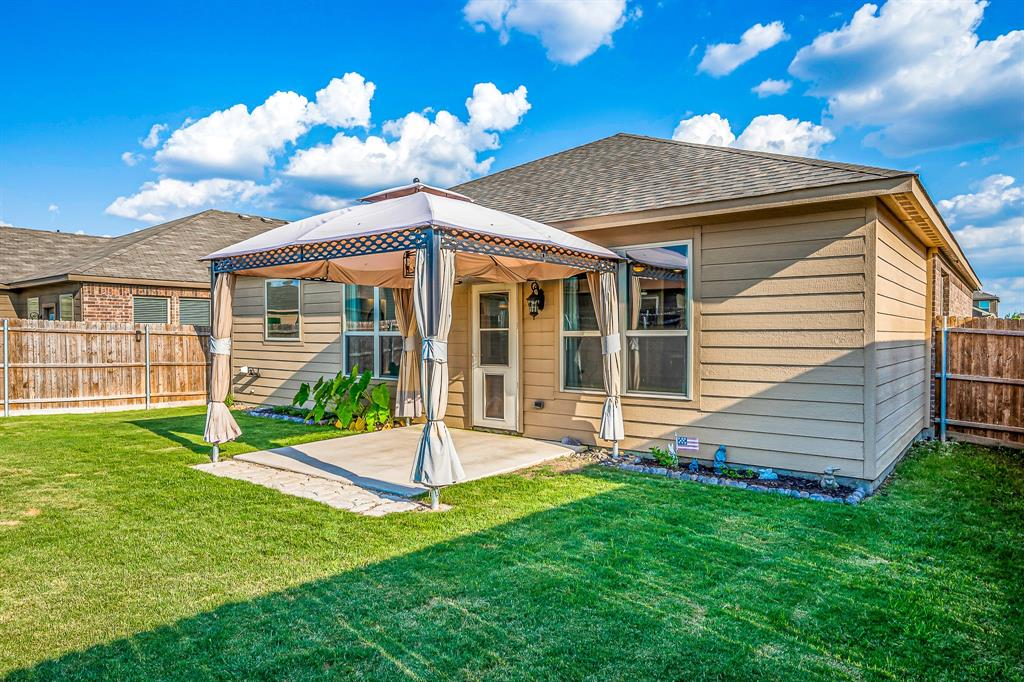 320 Emerald Creek  Drive, Fort Worth, Texas 76131 - acquisto real estate best investor home specialist mike shepherd relocation expert