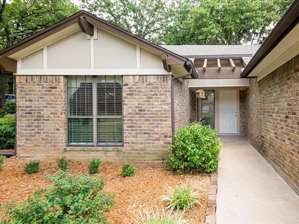 4700 Lone Oak  Drive, Arlington, Texas 76017 - acquisto real estate best highland park realtor amy gasperini fast real estate service