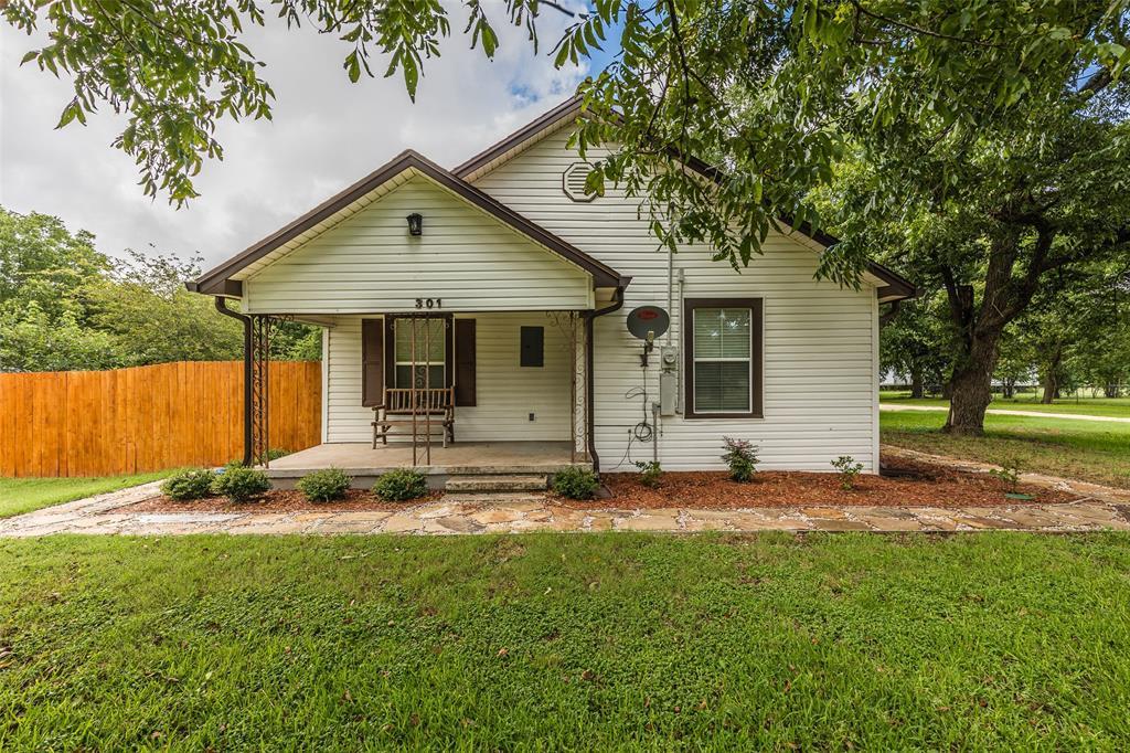 301 Mesquite  Street, Abbott, Texas 76621 - Acquisto Real Estate best frisco realtor Amy Gasperini 1031 exchange expert