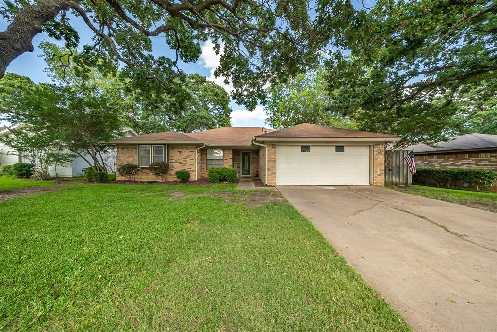 2732 Meadow Green  Bedford, Texas 76021 - Acquisto Real Estate best plano realtor mike Shepherd home owners association expert