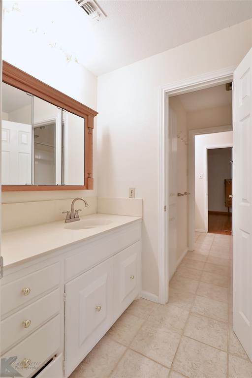 1600 Kiowa  Drive, Big Spring, Texas 79720 - acquisto real estate best realtor dallas texas linda miller agent for cultural buyers