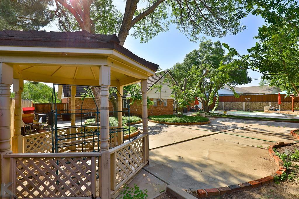 1600 Kiowa  Drive, Big Spring, Texas 79720 - acquisto real estate mvp award real estate logan lawrence