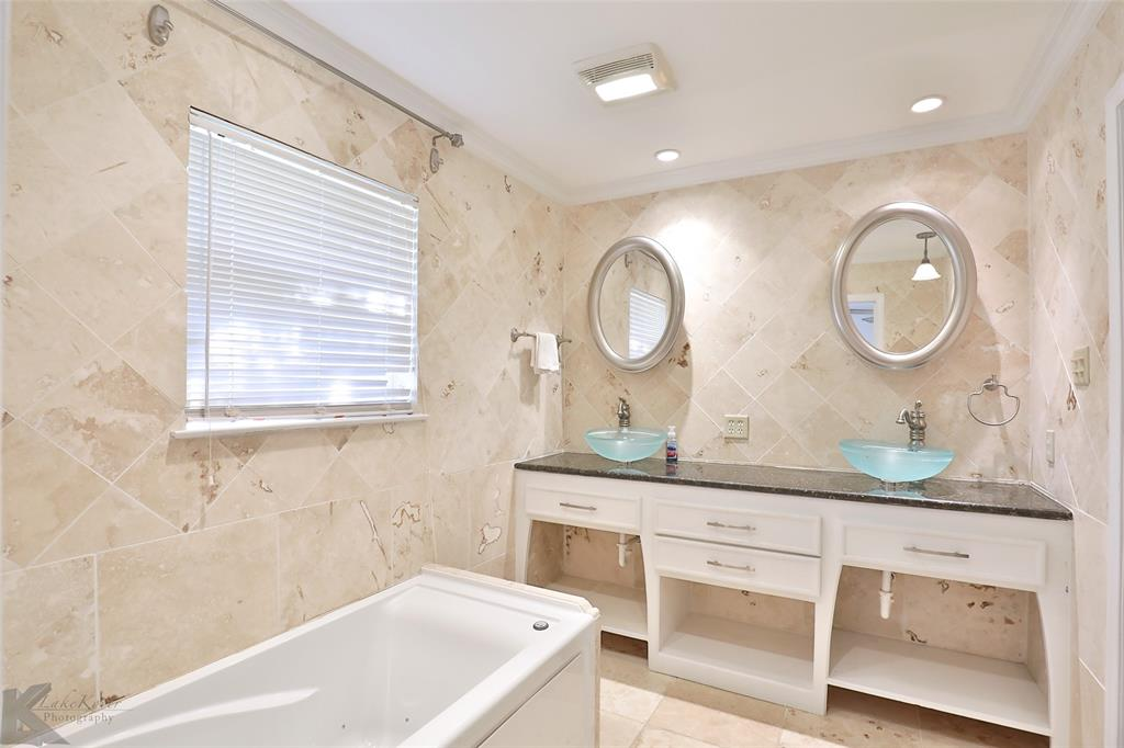 1600 Kiowa  Drive, Big Spring, Texas 79720 - acquisto real estate best style realtor kim miller best real estate reviews dfw