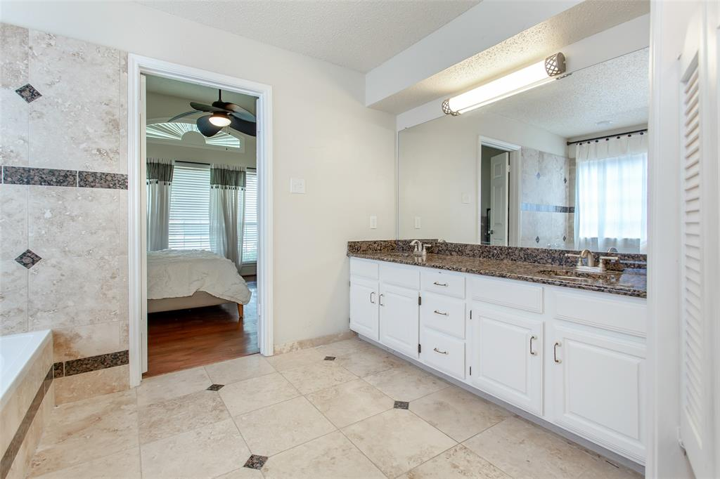 5118 Glen Vista  Drive, Garland, Texas 75044 - acquisto real estate best realtor foreclosure real estate mike shepeherd walnut grove realtor