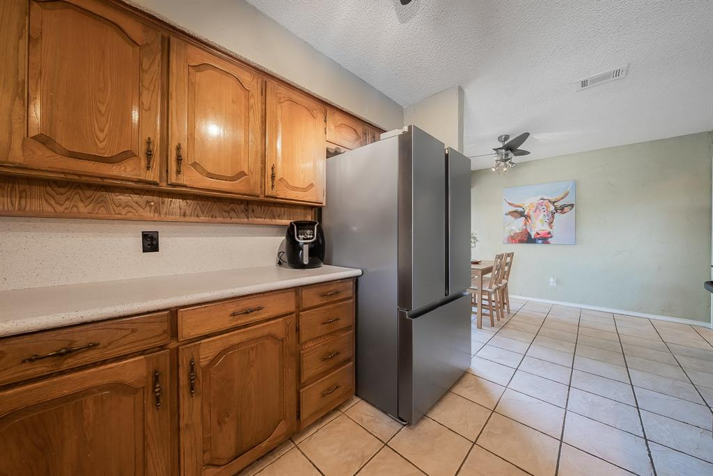 2732 Meadow Green  Bedford, Texas 76021 - acquisto real estate best new home sales realtor linda miller executor real estate