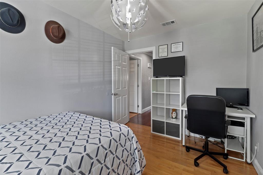 5303 Smoke Tree  Drive, Arlington, Texas 76018 - acquisto real estate best negotiating realtor linda miller declutter realtor
