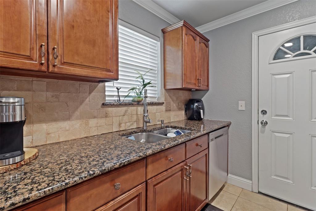5303 Smoke Tree  Drive, Arlington, Texas 76018 - acquisto real estate best listing agent in the nation shana acquisto estate realtor