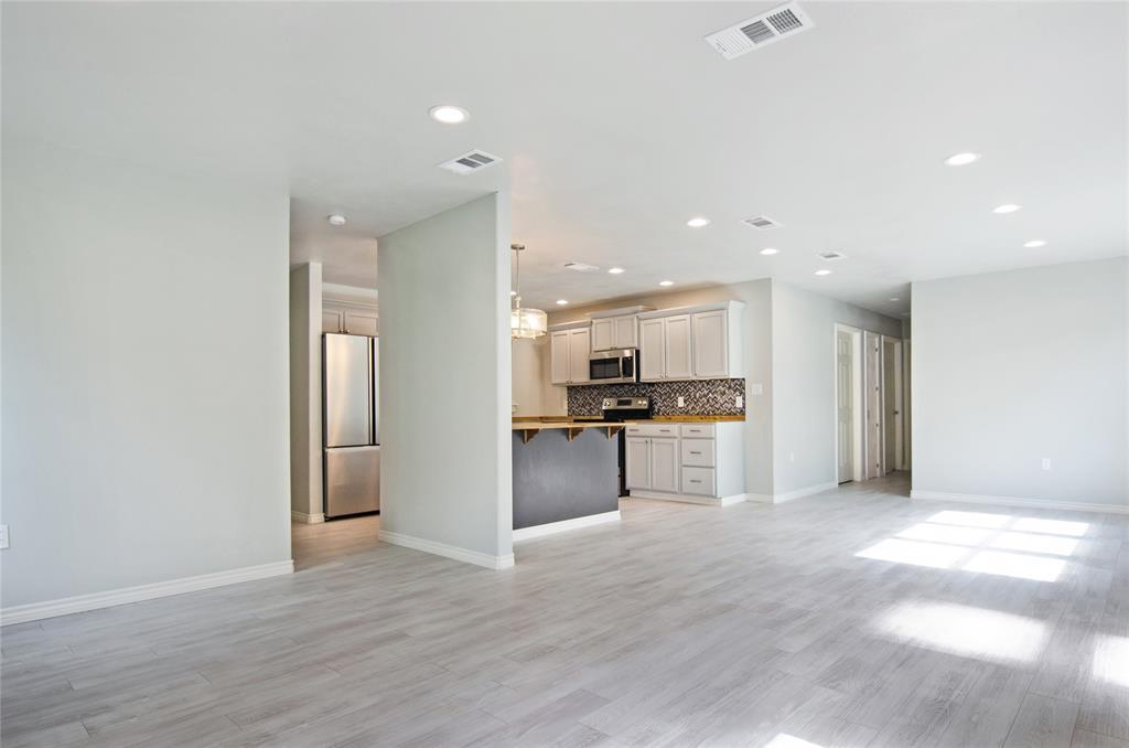 1207 Se 2nd  Avenue, Mineral Wells, Texas 76067 - acquisto real estate best celina realtor logan lawrence best dressed realtor