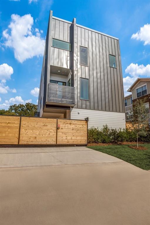 2118 Carroll  Avenue, Dallas, Texas 75204 - Acquisto Real Estate best frisco realtor Amy Gasperini 1031 exchange expert