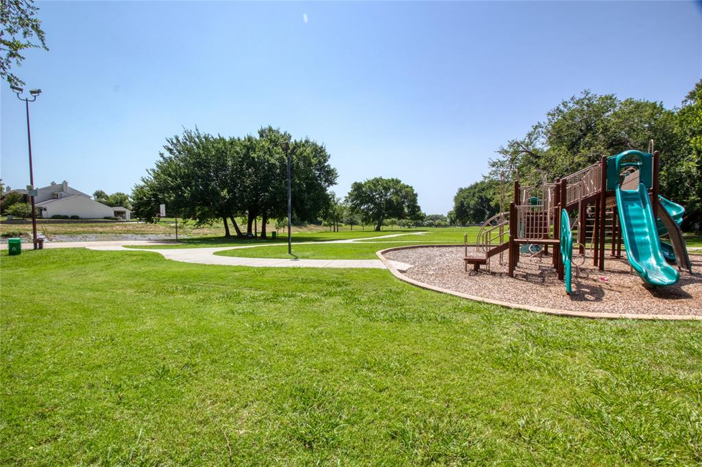 719 Creekwood  Court, Lewisville, Texas 75067 - acquisto real estate best plano real estate agent mike shepherd