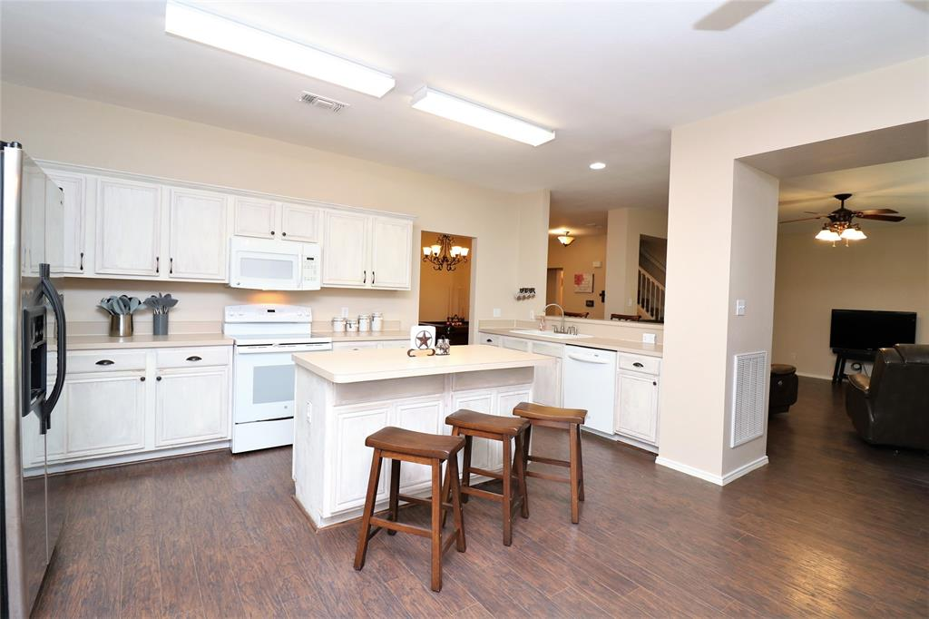 2208 Eden Green  Drive, Arlington, Texas 76001 - acquisto real estate best highland park realtor amy gasperini fast real estate service