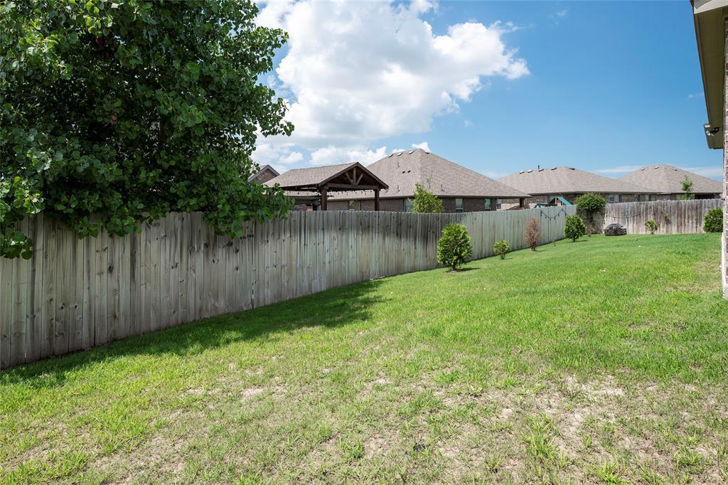 9 Bluebird  Lane, Sanger, Texas 76266 - acquisto real estate best plano real estate agent mike shepherd