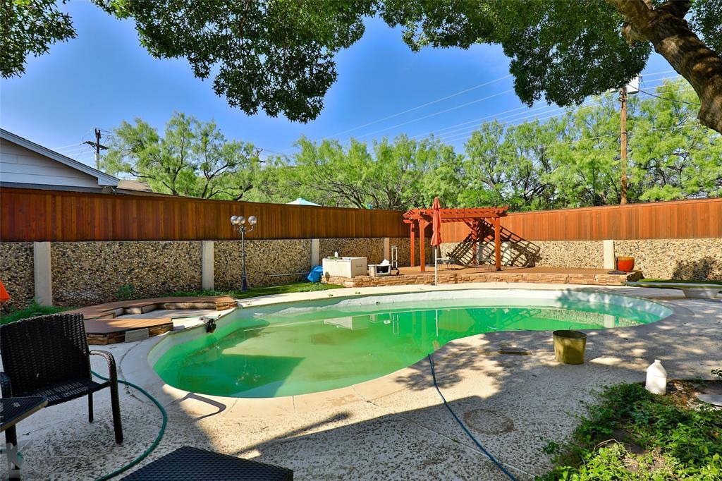 1600 Kiowa  Drive, Big Spring, Texas 79720 - acquisto real estate best negotiating realtor linda miller declutter realtor