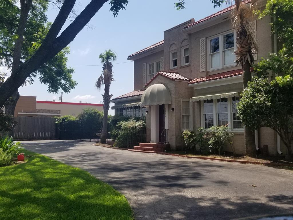 1002 Tyler  Street, Athens, Texas 75751 - Acquisto Real Estate best frisco realtor Amy Gasperini 1031 exchange expert