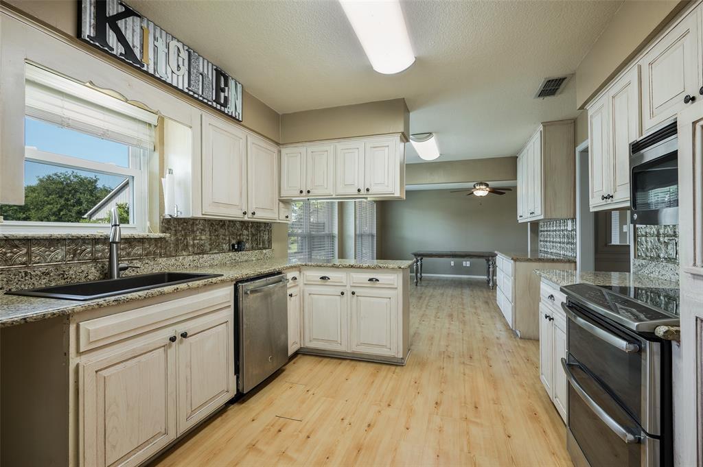 207 Wilcoxson  Street, Farmersville, Texas 75442 - Acquisto Real Estate best frisco realtor Amy Gasperini 1031 exchange expert