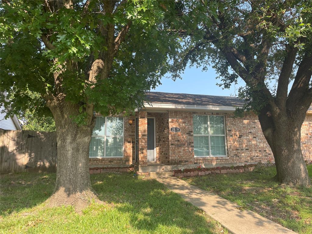 2528 Red River  Street, Mesquite, Texas 75150 - Acquisto Real Estate best frisco realtor Amy Gasperini 1031 exchange expert