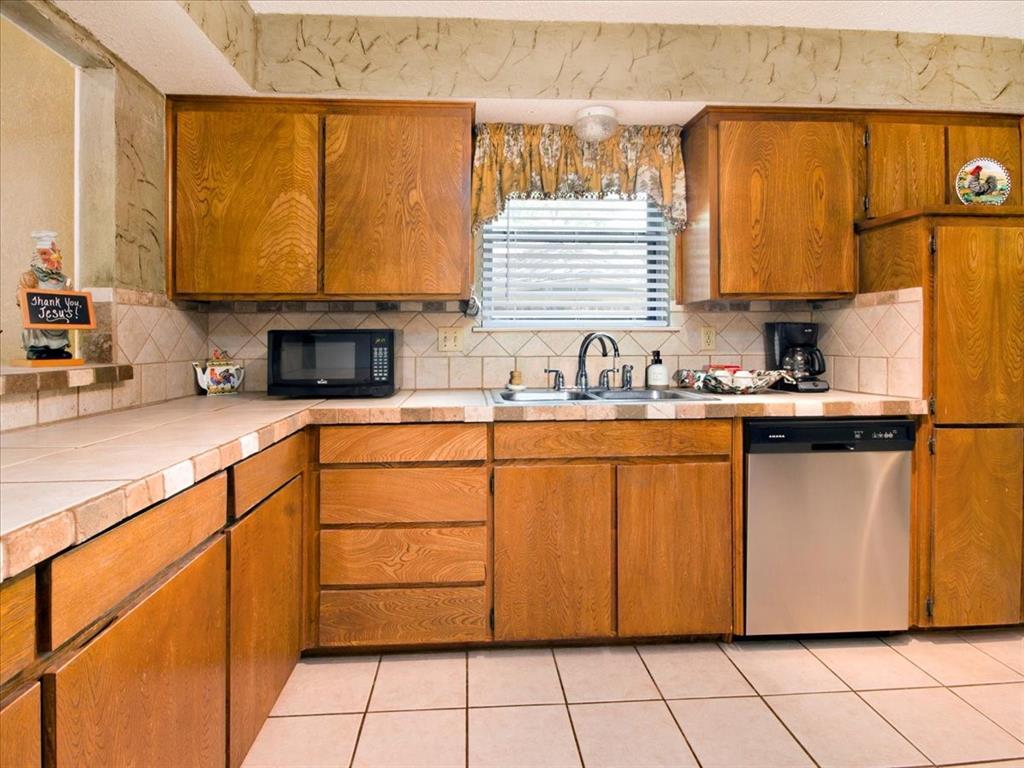 4700 Lone Oak  Drive, Arlington, Texas 76017 - acquisto real estate best listing agent in the nation shana acquisto estate realtor