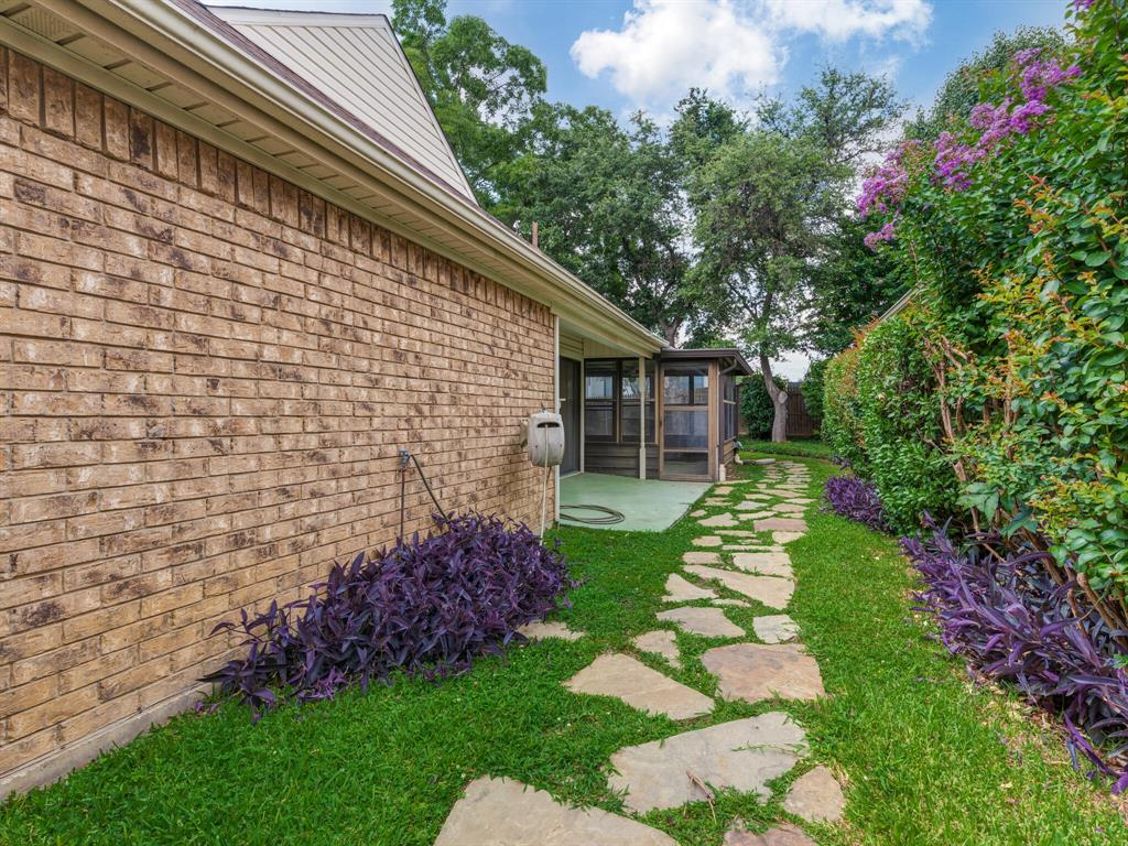 1409 Autumn Chase  Square, Bedford, Texas 76022 - acquisto real estate best plano real estate agent mike shepherd
