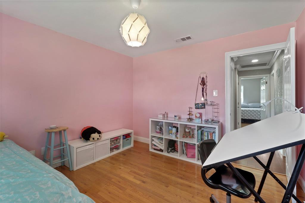 5303 Smoke Tree  Drive, Arlington, Texas 76018 - acquisto real estate best realtor foreclosure real estate mike shepeherd walnut grove realtor