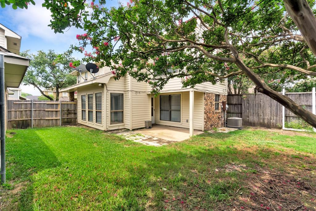 2113 Avignon  Drive, Carrollton, Texas 75007 - acquisto real estate best realtor foreclosure real estate mike shepeherd walnut grove realtor