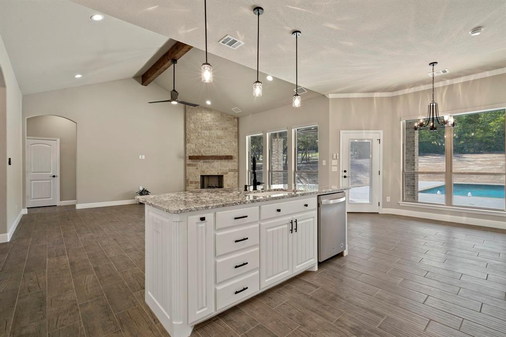 725 Glade Park  Court, Azle, Texas 76020 - acquisto real estate best real estate company to work for
