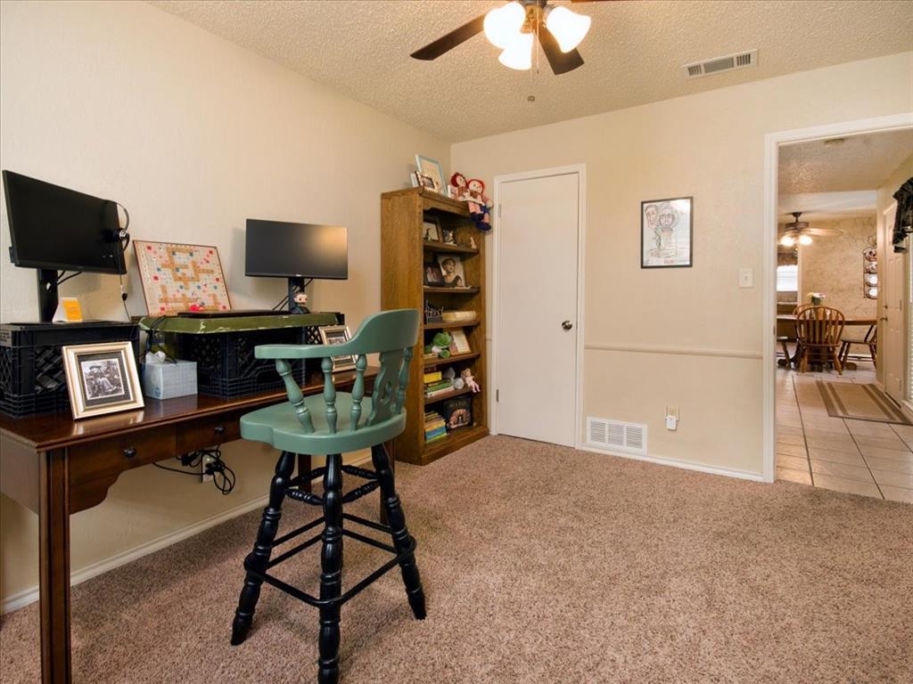 4700 Lone Oak  Drive, Arlington, Texas 76017 - acquisto real estate best frisco real estate agent amy gasperini panther creek realtor
