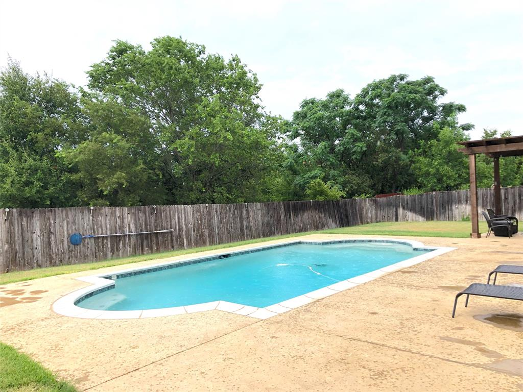 4505 Creekside  Drive, Haltom City, Texas 76137 - acquisto real estate best prosper realtor susan cancemi windfarms realtor
