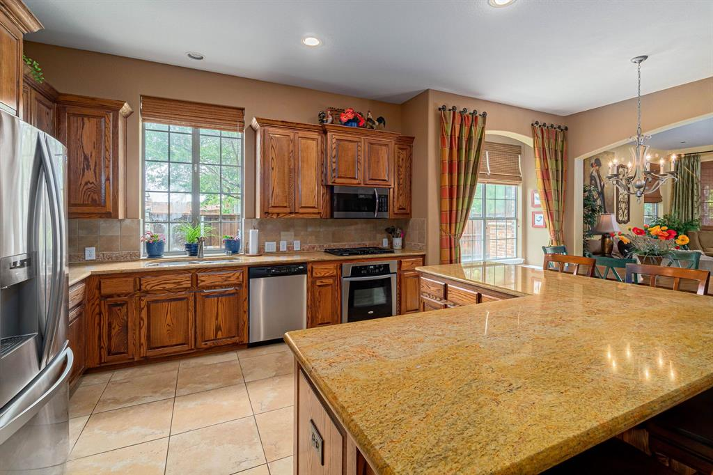 940 Crestmoor  Drive, Allen, Texas 75013 - acquisto real estate best real estate company to work for
