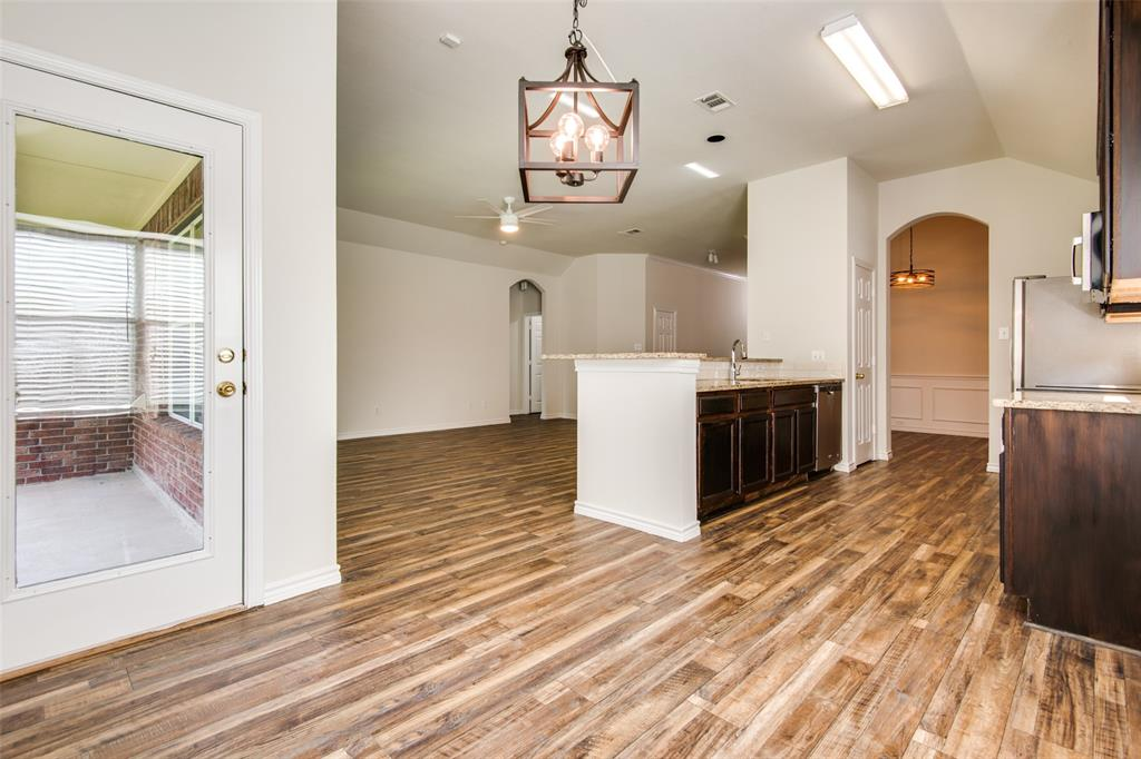 5913 Meadowglen  Drive, Denton, Texas 76226 - acquisto real estate best listing agent in the nation shana acquisto estate realtor