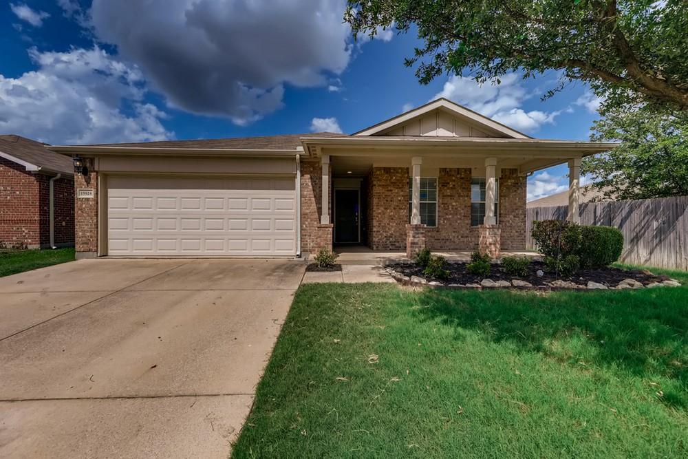 15924 Avenel  Way, Fort Worth, Texas 76177 - Acquisto Real Estate best frisco realtor Amy Gasperini 1031 exchange expert
