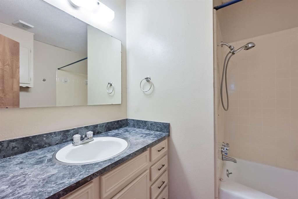 3709 Northpark  Drive, Corsicana, Texas 75110 - acquisto real estate best realtor dallas texas linda miller agent for cultural buyers