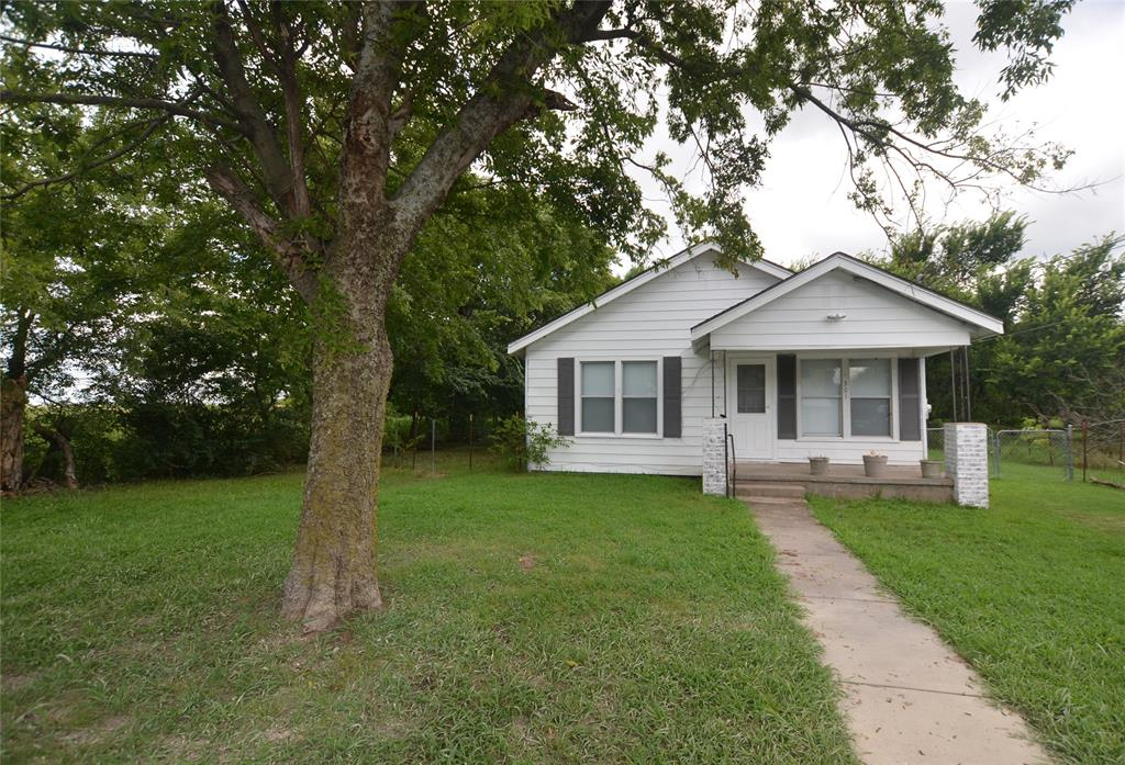 301 Bohrer  Street, Southmayd, Texas 76268 - Acquisto Real Estate best frisco realtor Amy Gasperini 1031 exchange expert