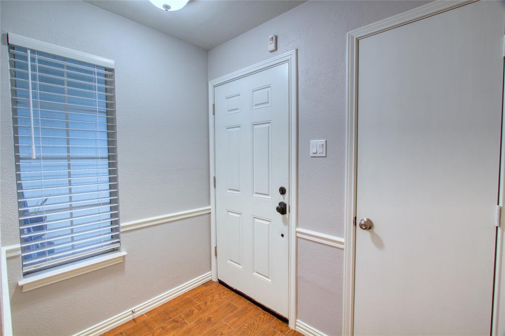 719 Creekwood  Court, Lewisville, Texas 75067 - acquisto real estate best prosper realtor susan cancemi windfarms realtor