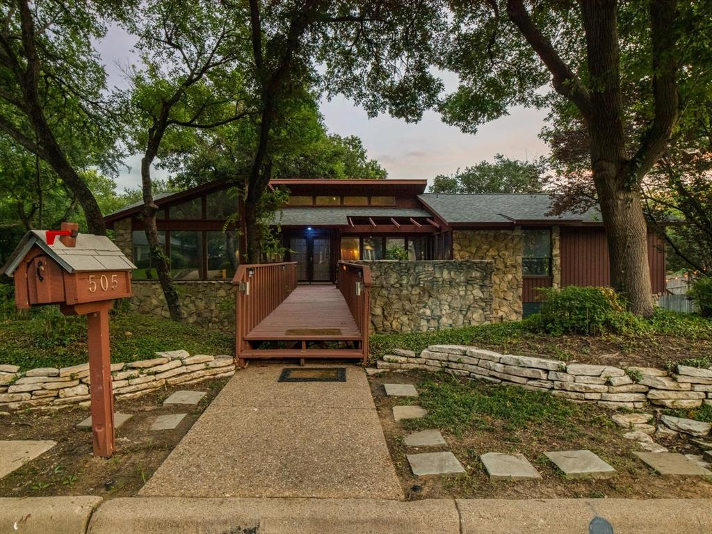 505 Oak Hollow  Lane, Fort Worth, Texas 76112 - acquisto real estate best plano real estate agent mike shepherd
