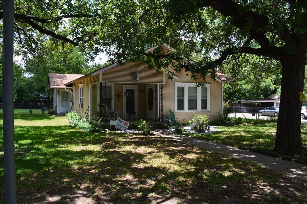 202 Washington  Street, Cleburne, Texas 76031 - Acquisto Real Estate best plano realtor mike Shepherd home owners association expert